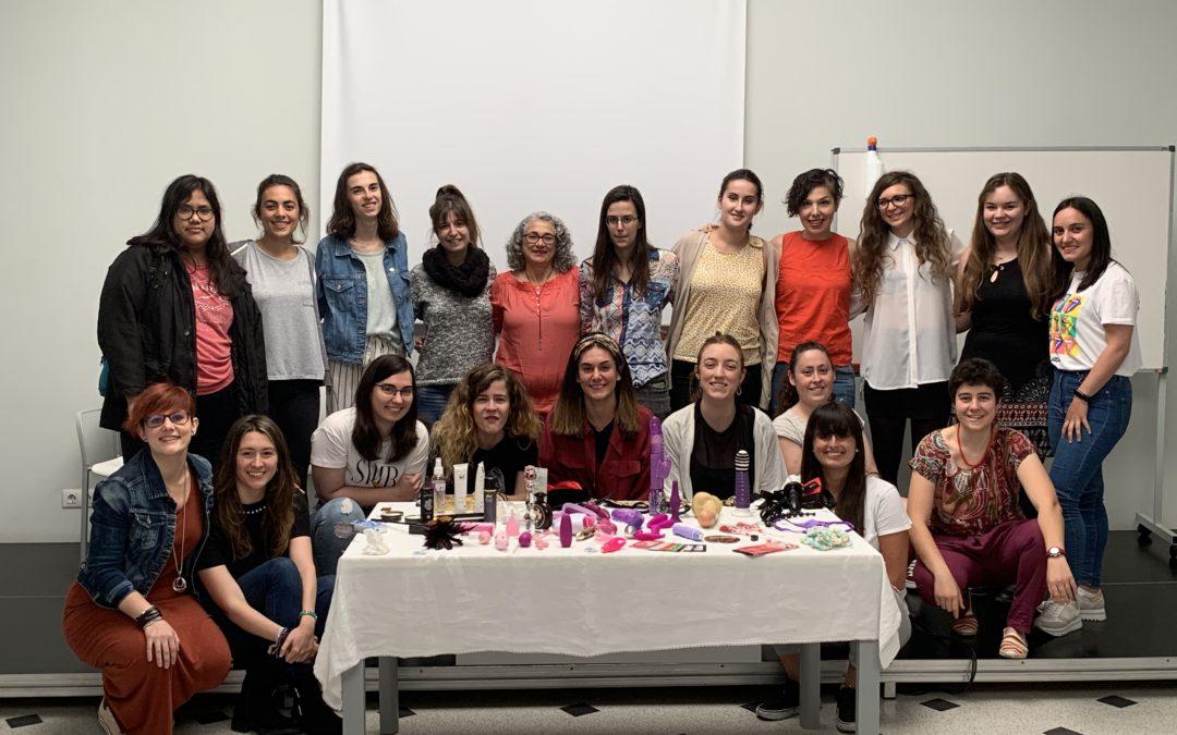 Emociones y mujeres, ciclo menstrual y tuppersex, las últimas citas para mujeres jóvenes